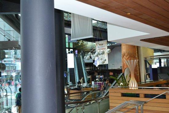 SKYCITY Hotel: Lobby at hotel