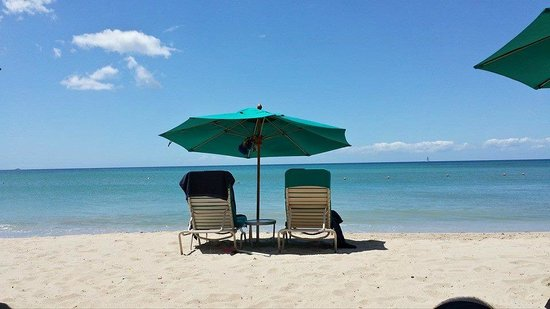 Rendezvous Resort: View from Beach