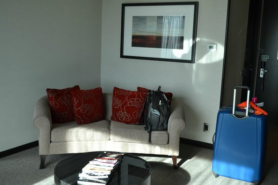 SKYCITY Hotel: sitting area in room