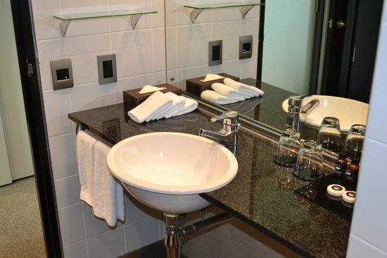 SKYCITY Hotel: bathroom