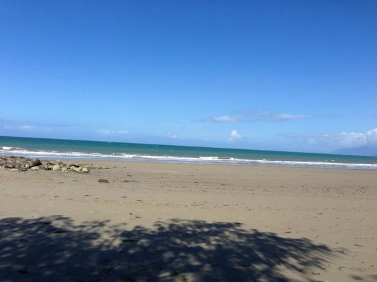Martinique on Macrossan : Four Mile Beach