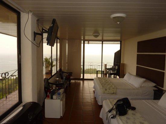 La Mariposa Hotel: nice corner room