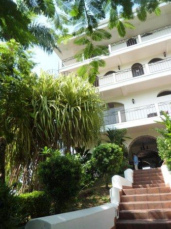 La Mariposa Hotel: climb up to the hotel
