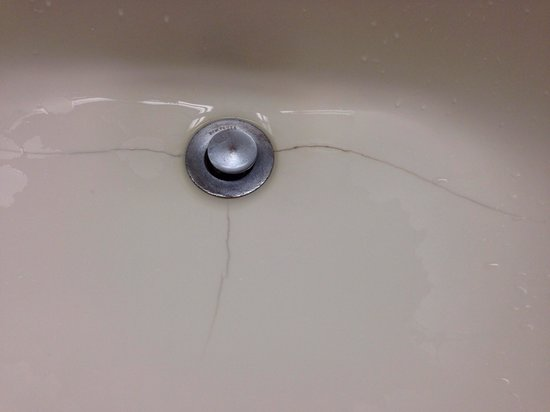 """Avon Old Farms Hotel: Sink in a """"renovated room"""""""