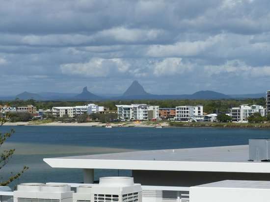 Belaire Place Motel Apartments: Across the bay toward the Glasshouse Mountains