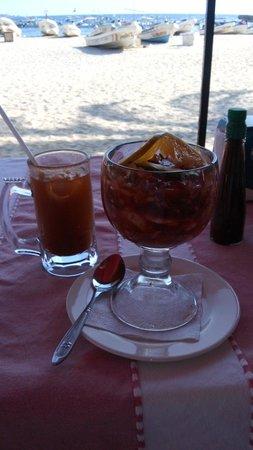 Restaurante Los Crotos: Michelada y campechano de camarón/pulpo.