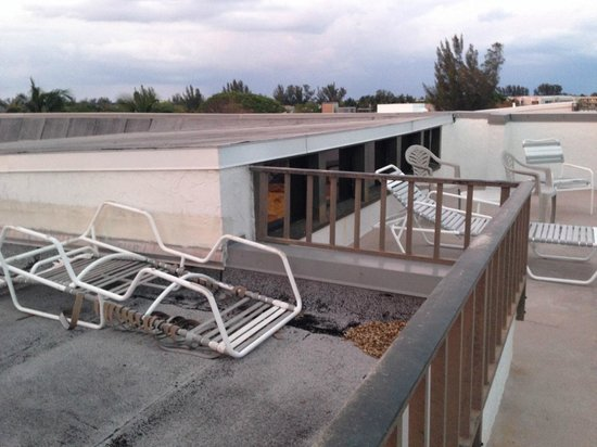 Shorewood Condominiums: The broken down lounge chair left to rot on rooftop