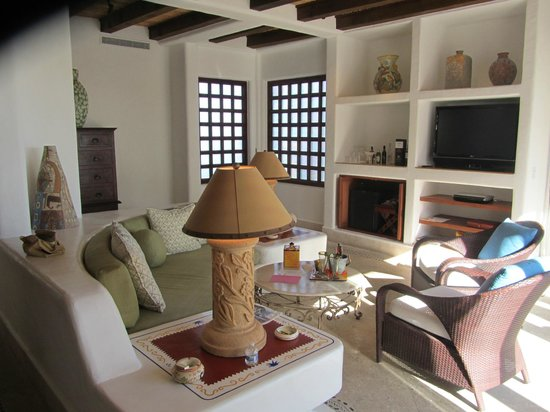 Las Ventanas al Paraiso, A Rosewood Resort: Room 102 Living Room