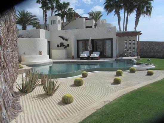 Las Ventanas al Paraiso, A Rosewood Resort: Room 102 pool patio area