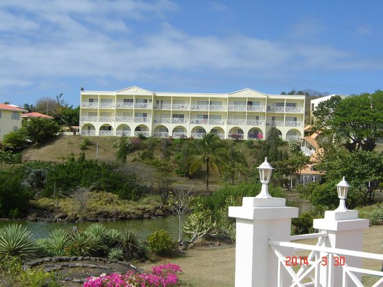 Grenadian by Rex Resorts: This was our building, we were 3rd level, in middle