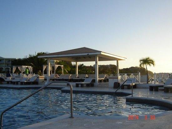 Grenadian by Rex Resorts: The pool area