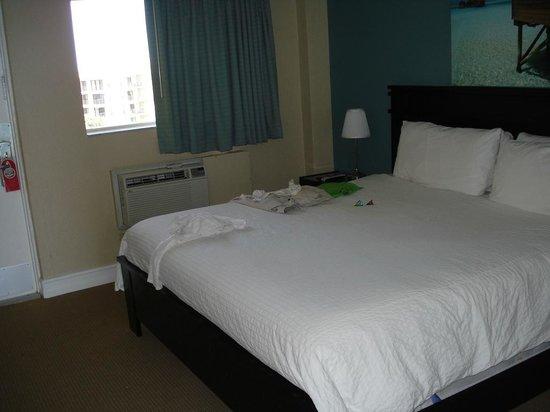 Sun Tower Hotel & Suites: Bedroom