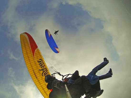 Paragliding Luzern : My friend and me flying together!