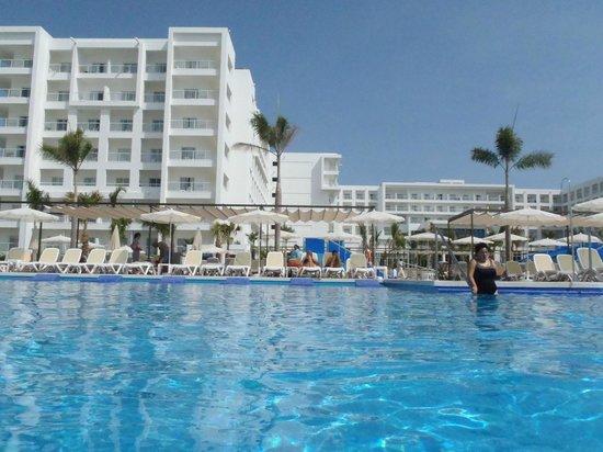 Foto de hotel riu playa blanca rio hato habitacion doble for Habitacion familiar riu playa blanca