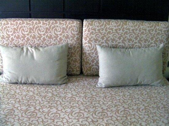 Dominican Fiesta Hotel & Casino : Rough pillow covers ?
