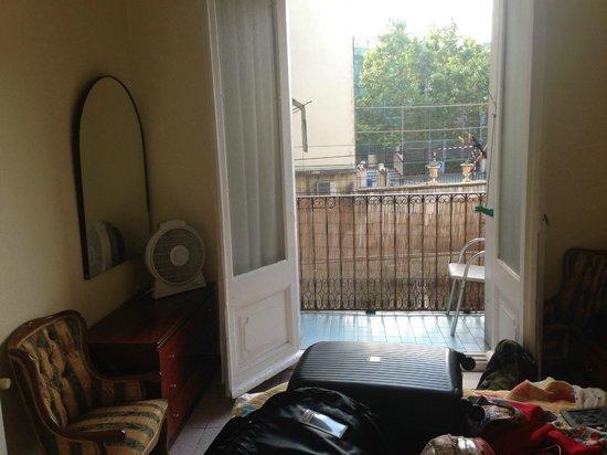 Pension la calma desde barcelona espa a for Alojamiento en barcelona espana