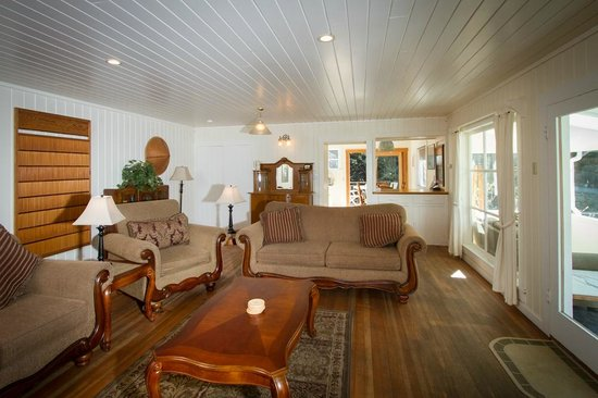 Sweetwater Inn and Spa : Family vacation rental home living room