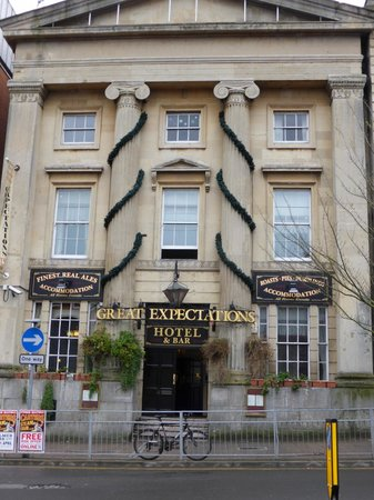 Great Expectations Hotel & Bar: Hotel Front