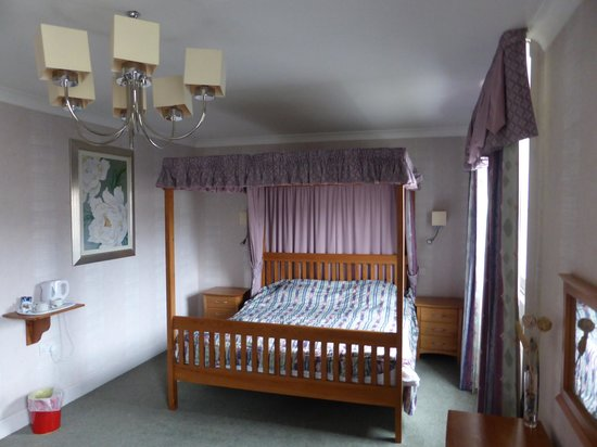 Great Expectations Hotel & Bar: comfy bed