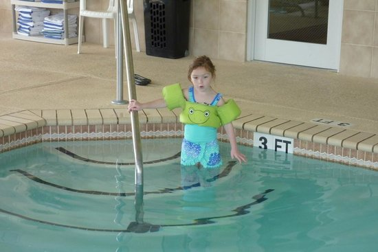 Country Inn & Suites By Carlson: Ava about to enjoy the pool.