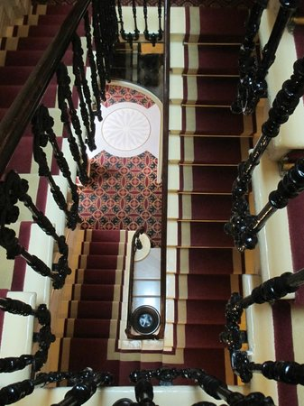 Hotel Regency: Beautiful staircase