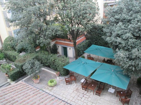 Hotel Regency: Our beautiful view from room of the gorgeous patio