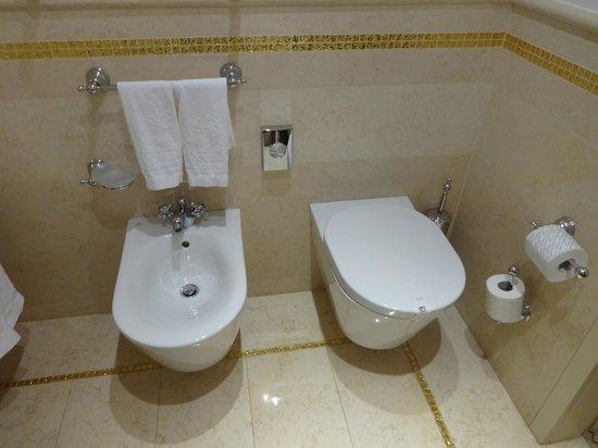 Hotel a La Commedia: Salle de bain ultra propre