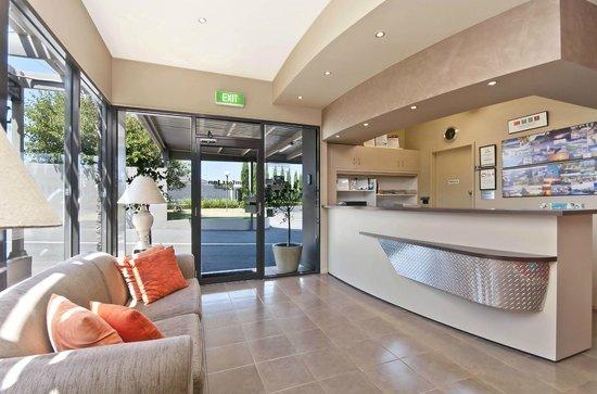 Comfort Inn On Raglan : Reception