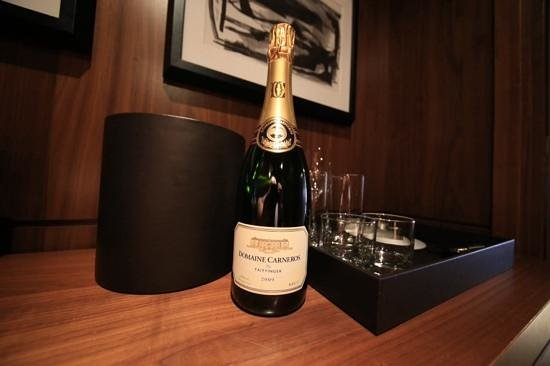 Langham Place, New York, Fifth Avenue : Free Champagne