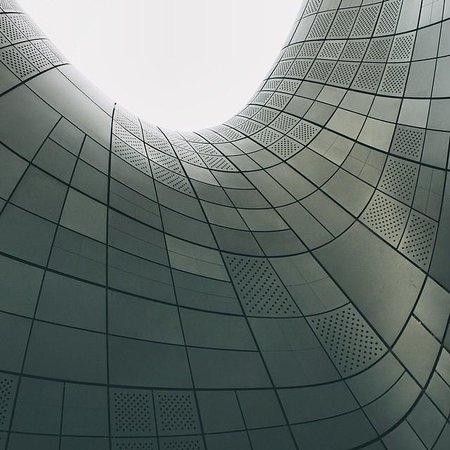 Dongdaemun History & Culture Park: Aluminum curves