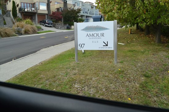 Amour Queenstown: Amour sign