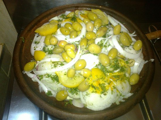 Ateliers d'Ailleurs: Chicken tagine with preserved lemon and olives before cooking