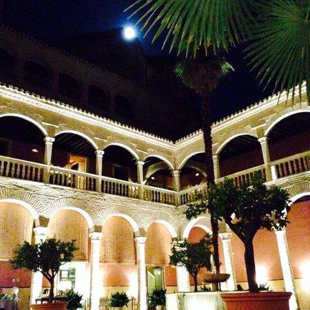 AC Palacio De Santa Paula, Autograph Collection: Terraza de desayunos/almuerzos/cenas ... Luna y copas!