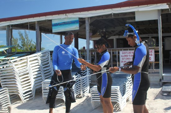 Paradise Cove Beach Resort : Spear fishing