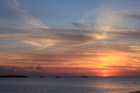 Paradise Cove Beach Resort : sunset