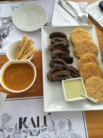 Restaurante Kalu: Green tomatoes and portobello mushrooms, lobster bisque super recommended