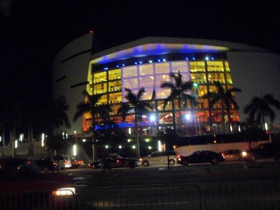 American Airlines Arena : Estadio de noche