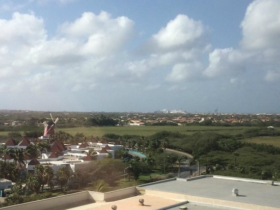 Hotel Riu Palace Aruba: view while waiting for elevator (8th floor)