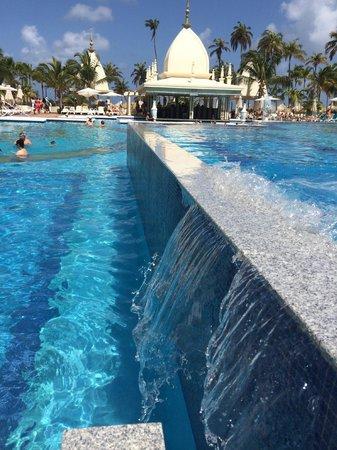 Hotel Riu Palace Aruba: infinity pool view