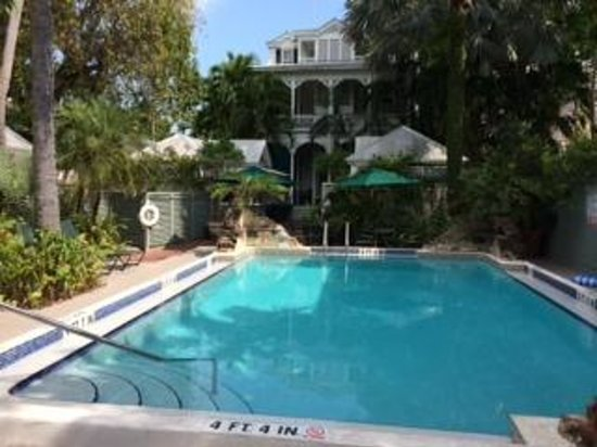 Simonton Court Historic Inn and Cottages: Large Pool