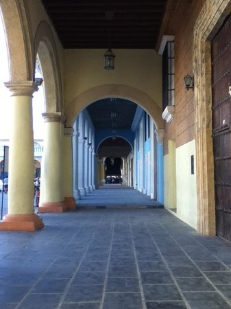 Place Vieille (Plaza Vieja) : Rincones de la Plaza Vieja. Mágico!!!