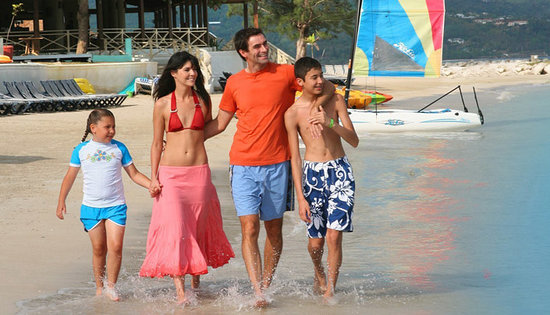 Sunset Beach Resort, Spa & Water Park : Family time on the Beach