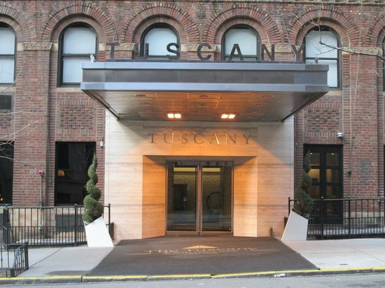 The Tuscany - A St Giles Boutique Hotel : The main entrance as seen from the other side of 39th street.