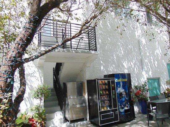 Harrison Hotel: patio con refrigerios