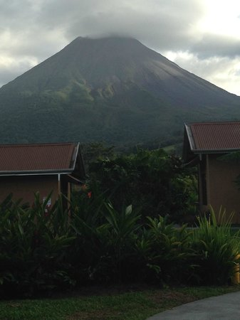 Arenal Springs Resort and Spa : Arenal volcano from our room
