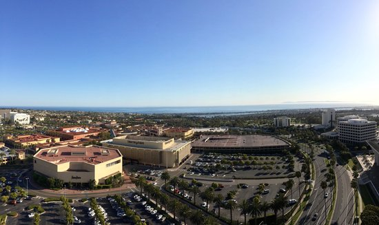 Island Hotel Newport Beach: View from the 20th floor Club, the Pacific Ocean and Fashion Island!
