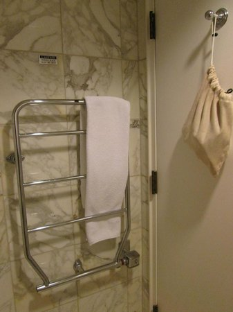Mt. Vernon Baltimore: The heated towel rack. Note the bag for the hair dryer hung on the door.