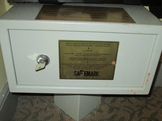 Mt. Vernon Baltimore: The in-room safe uses a key. Make sure not to lose it!