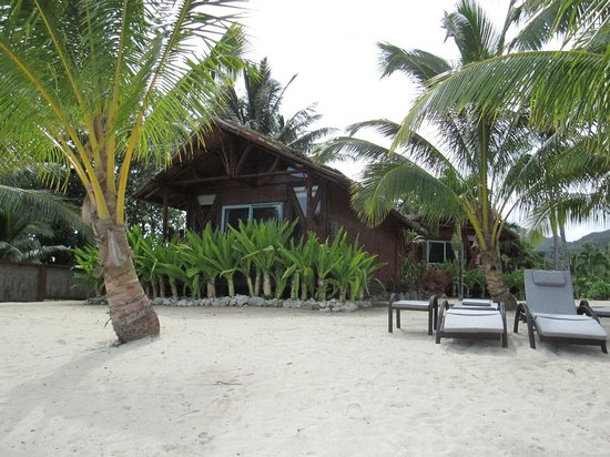 Magic Reef Bungalows: Absolute beachfront and beachfront bungalows