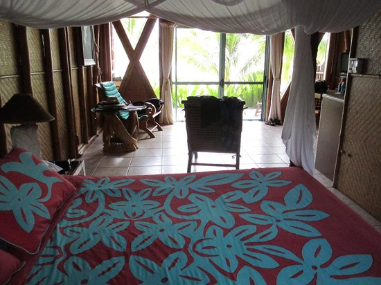 Magic Reef Bungalows: The room